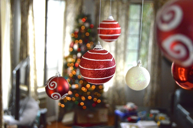 Christmas Decor: Floating Ornaments